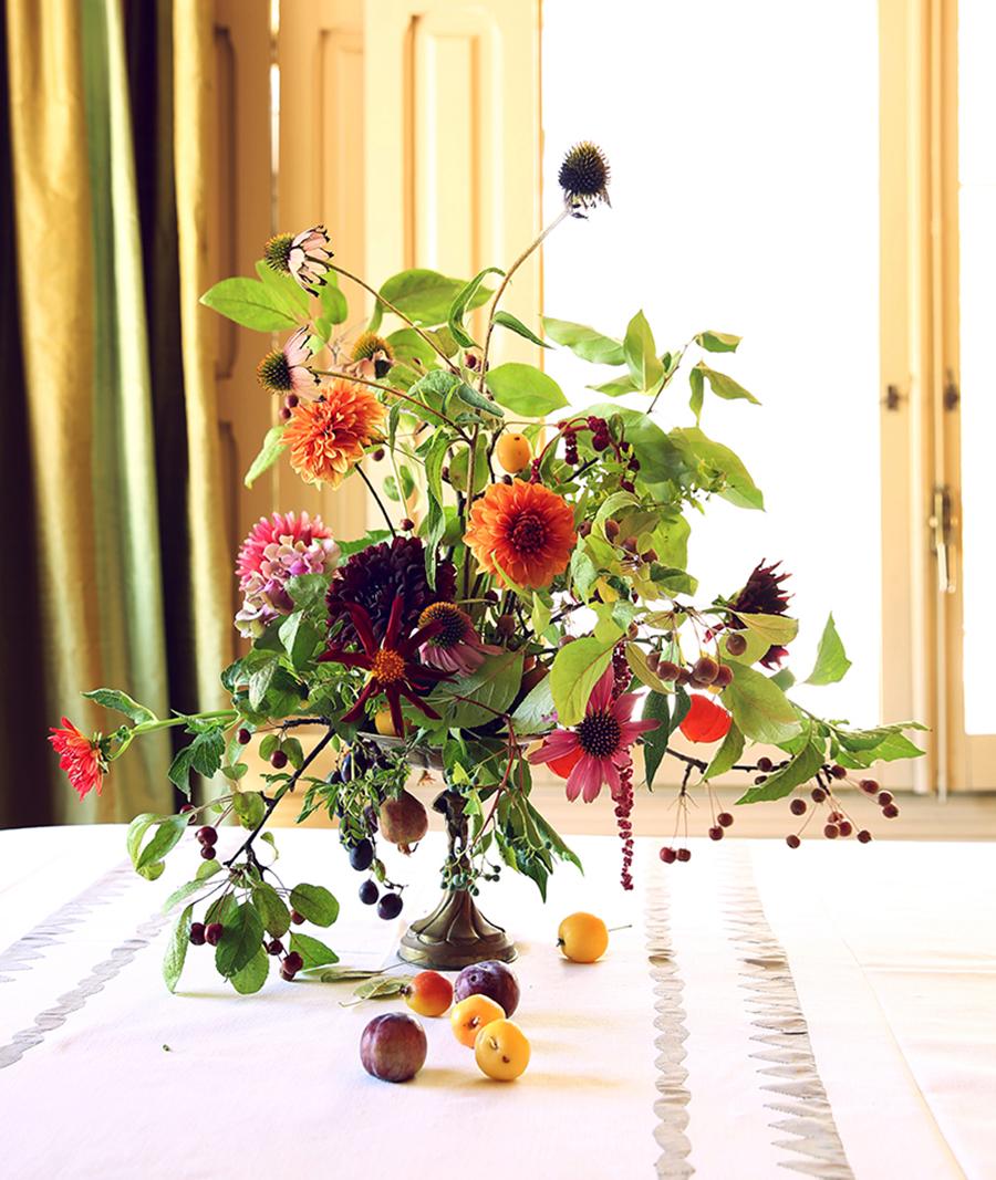 *** Local Caption *** Detalle mesa / jarrÛn con flores / arreglo floral / arreglos florales / obra de InÈs Urquijo NUEVO ESTILO 464 01/11/2016 P6 P174